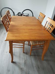Table de cuisine et 4 chaises (Shermag)