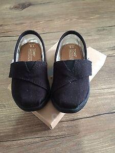 Tiny Toms size 5
