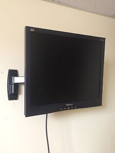 "19"" Viewsonic VGA monitor with mount"