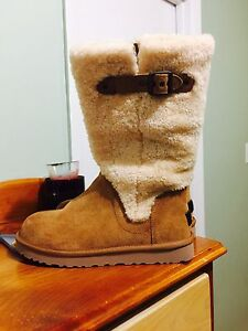 New UGG size 7
