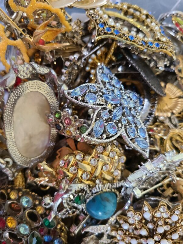 Huge Lot 2 + Pounds LBS Vintage To Modern BROOCHES PENDANTS Costume Craft Repair