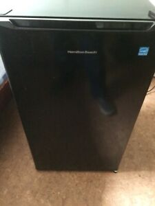 Hamilton Beach Mini Fridge (Like New, Lightly Used)