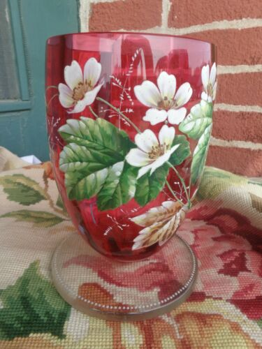 STUNNING ANTIQUE VICTORIAN DOGWOOD WHITE ENAMEL FLORAL ART GLASS CRANBERRY VASE