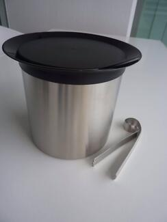 Avanti Insulated Stainless Steel Ice Bucket with lid and tongs