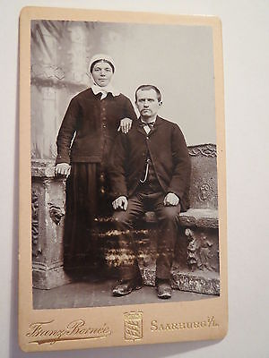 Saarburg i. L. - Paar - Frau im Kleid und Mann im Anzug - Portrait / CDV