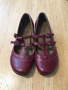 Size 8.5 ladies hush puppy Mary Jane shoes