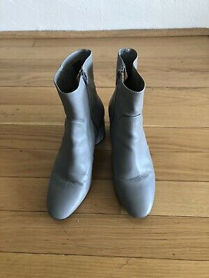 Intentionally Blank boots Sz 9