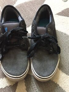 Sneakers boys youth size 6