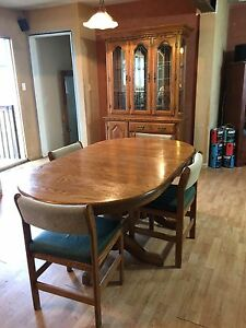 Oak kitchen dinning table, chairs, glass hutch and buffet