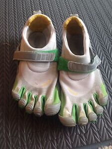 Vibram FiveFingers women's running shoes - size 7 1/2