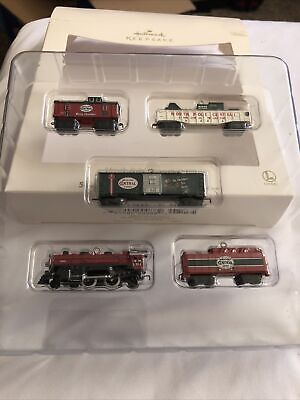 Hallmark Keepsake - North Pole Central Train Lionel Ornament Set 2007 *NEW*