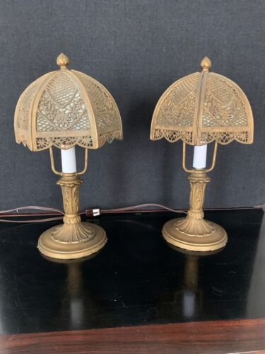 SWEET PAIR OF ANTIQUE CURVED SLAG GLASS FILIGREE BOUDOIR LAMPS CIRCA 1910