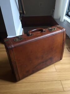 VINTAGE LEATHER SUITCASE BRASS LATCH ANTIQUE INDUSTRIAL STORAGE