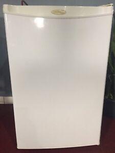 Bar / room fridge