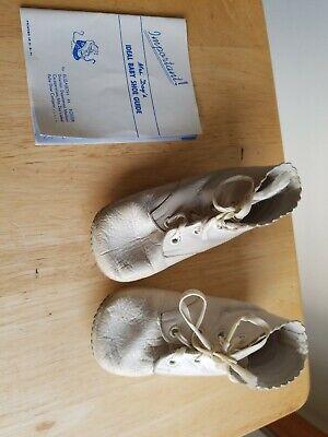Vintage Mrs Days Ideal White Leather Baby Shoes Size UK w/ shoe (Sizing Guide Uk)