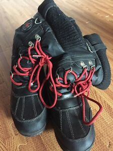Ladies size 7 Cougar winter boots