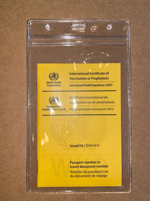 International Certificate of Vaccination - ICVP Carte Jaune NEW WITH CLEAR CASE