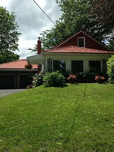 Lovely Orillia home with lake view across road