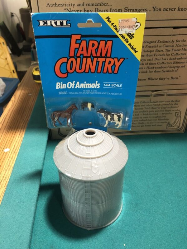 Vintage ERTL Farm Country 1/64 Scale Farm Country Grain Bin With 30 Animals NEW
