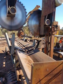 Firewood docking machine