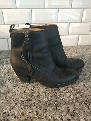 Acne Studios Pistol Black Leather Side Zip Ankle Booties Sz 8 Stacked Heel qb