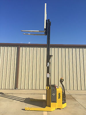 2010 Yale Walkie Stacker - Walk Behind Forklift - Straddle Lift Only 1553 Hours