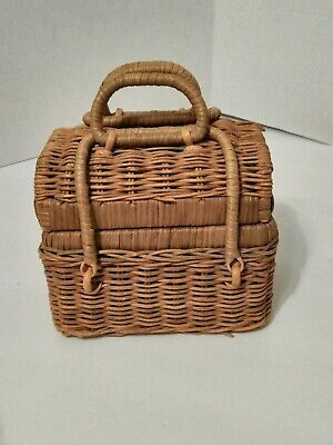 Vintage Wicker Rectangle Basket Handle And Hinged Lid