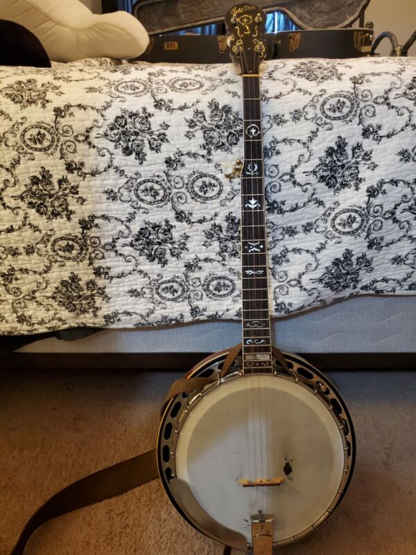 Gold Star G11 W  Archtop Bluegrass Banjo Serial Number 861-37    circa 1986.