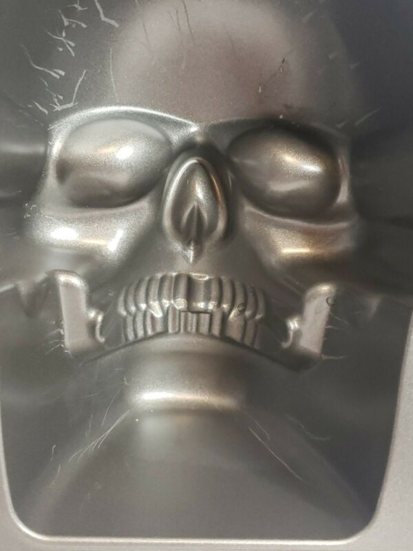 Wilton 3D Skull Cake Pan Cast Aluminum Mold Gothic Pirate Skeleton Halloween
