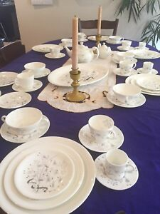 Wedgewood Bone China, Wild Oats 56 pieces, mid-century
