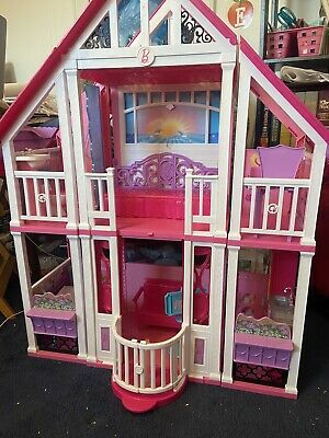 Barbie Malibu Dream House Play set (Furniture, Dolls, and Accessories included)