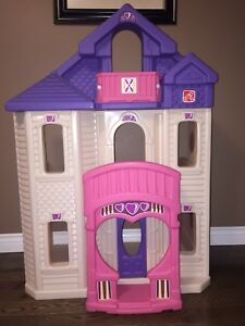 Step 2 Dollhouse in excellent condition