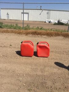 2  25l gas cans