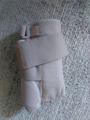med. Aktivbandage zur Unterstützung des Handgelenks rechts ()
