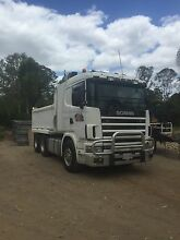 580 scania tipper truck and plant trailer Kingston Logan Area Preview