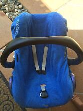 Maxi cosi car seat capsule and isofix familyfix base Mudgeeraba Gold Coast South Preview