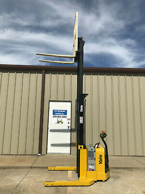 2009 Yale Walkie Stacker - Walk Behind Forklift - Straddle Lift Only 3008 Hours