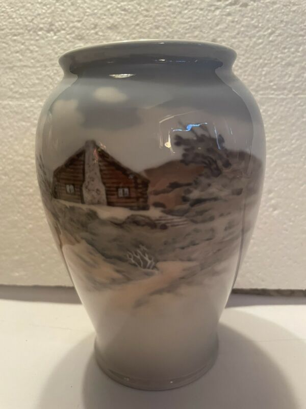 """Royal Copenhagen Scenic Homr/Flower 6"""" Vase"""