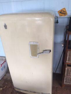 1952 kelvinator fridge vintage