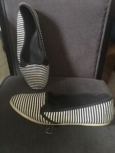 Forever 21 shoes size 8