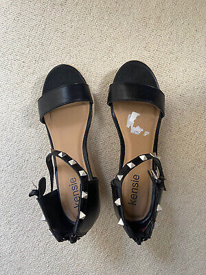 Kensie Black Sandals Size 5