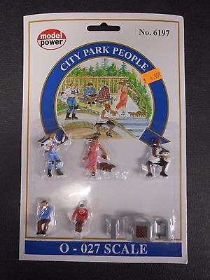Model Power O Scale City Park People Pack  5 Figures  1 Chess Table    Mp6197