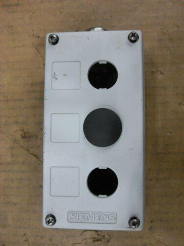 Siemens 3sb3 803-3az, 3sb3803-3az 3 Hole Pushbutton Enclosure