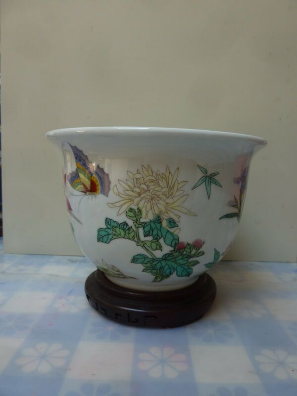 """Vintage Chinese Porcelain Floral And Butterfly Planter 4.5"""" High 7"""" Top Di"""