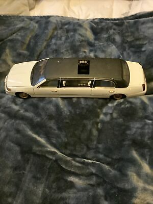 Sun Star LINCOLN TOWN CAR STRETCH LIMOUSINE Diecast Model