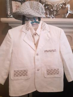 Designer Couche Tot boys size 3-4 cream  4 piece suit.