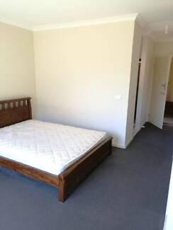 MELBOURNE POINT COOK/WilliamsLanding Master Room 160AU$/Week
