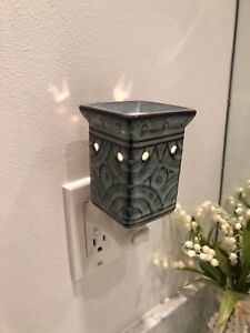 Scentsy wall light plug in