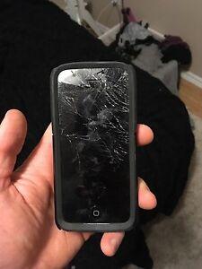 Broken screen iPhone 5c