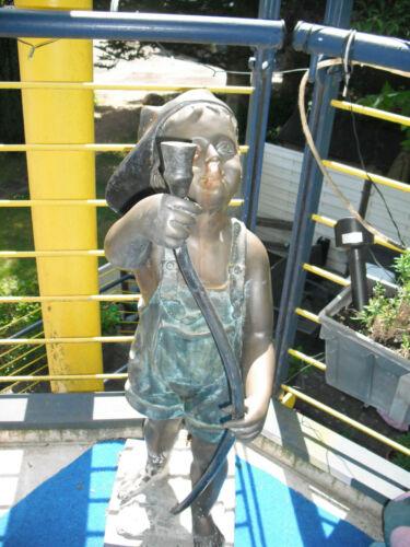 große, alte Brunnenfigur aus Bronze